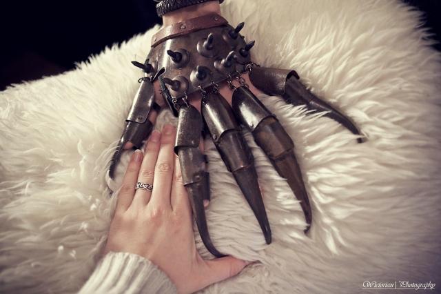 Virkelig forskjell på disse hendene. Veldig upraktisk antar jeg.